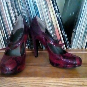Nine West red snakeskin high heels size 6